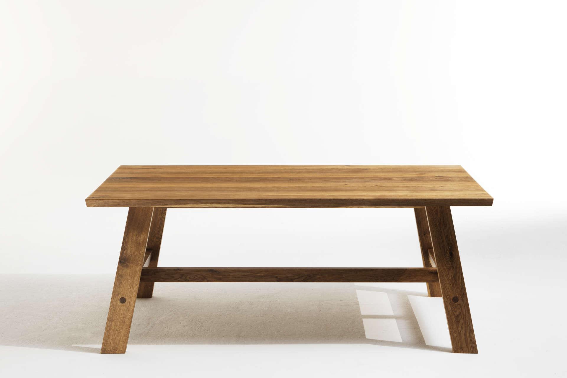 Moderner Bauerntisch aus Eiche Massivholz.