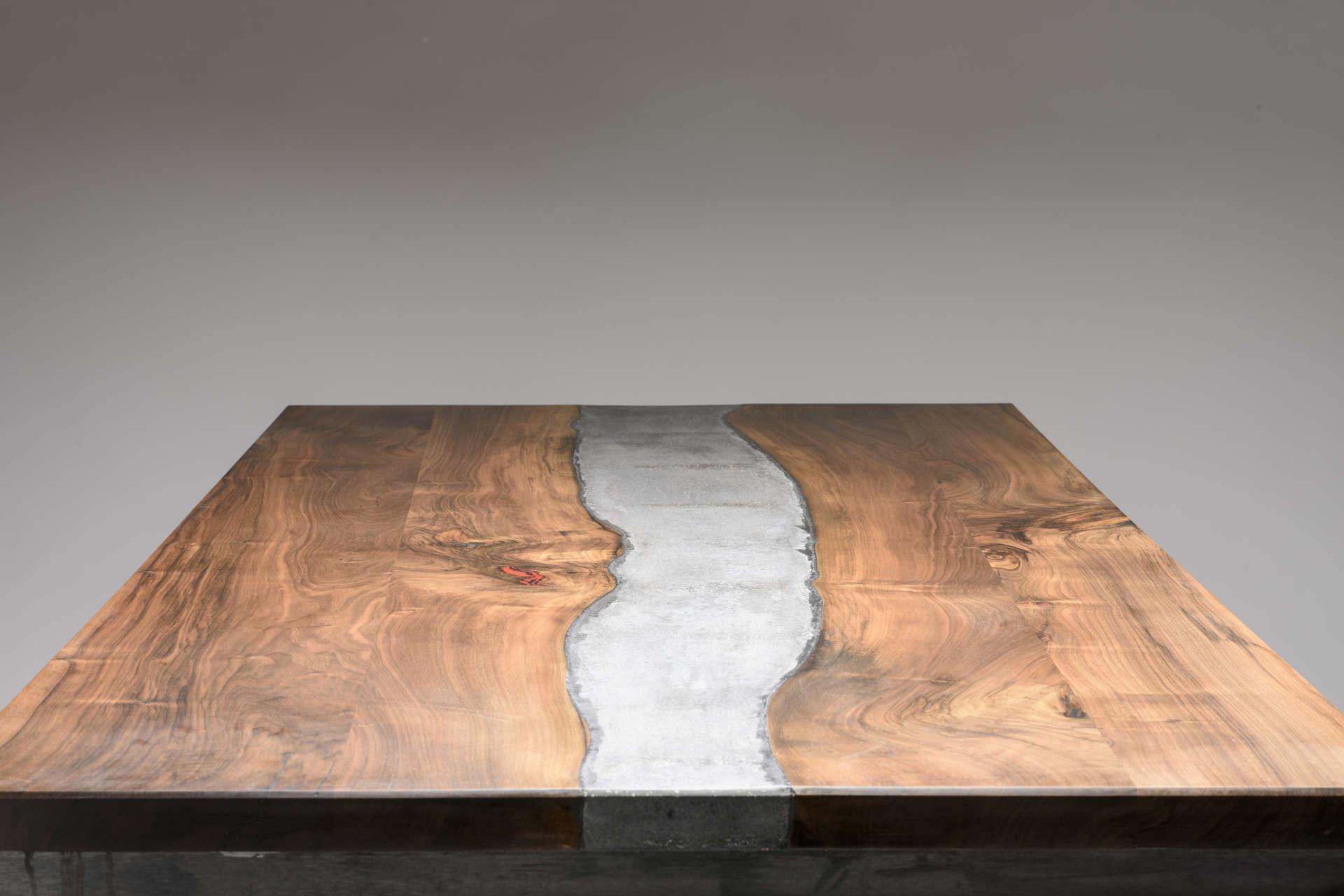 River Table mit Beton.