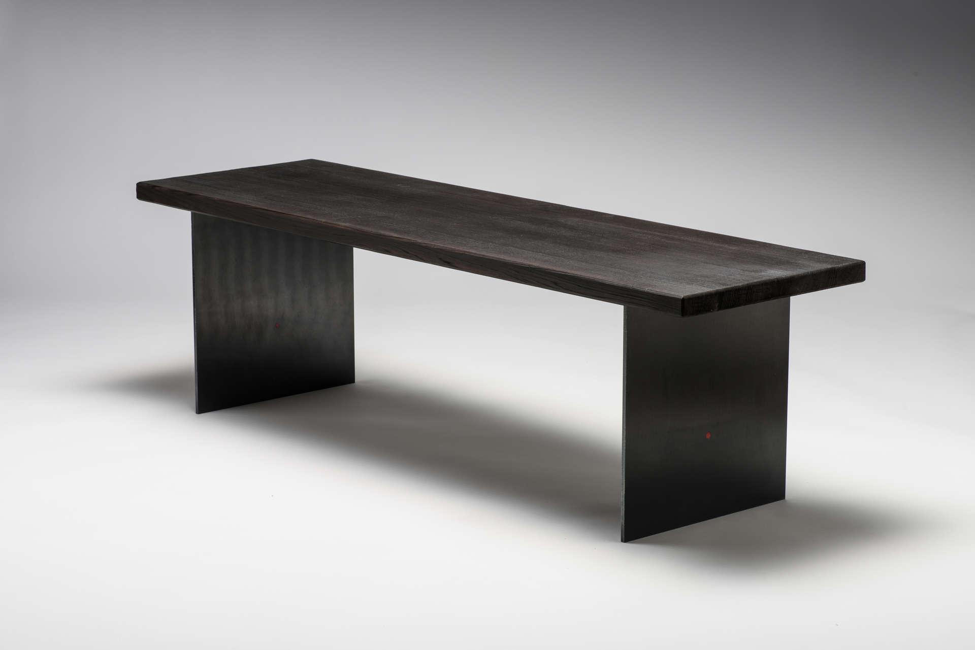 Schwarze Designer Sitzbank im japanischen Stil.